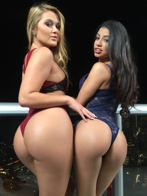 3 pic. Hot new XXX scene wit @LilveronicaR for her website @VRodProductions! Go check it out at https://t