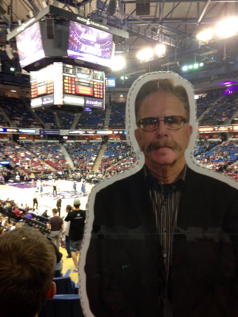 RT @MikeHamptonArt: #FlatRonnie in attendance for the 2nd to last @SacramentoKings game in Sleep Train @rmlimodriver69 @sternshow https://t…
