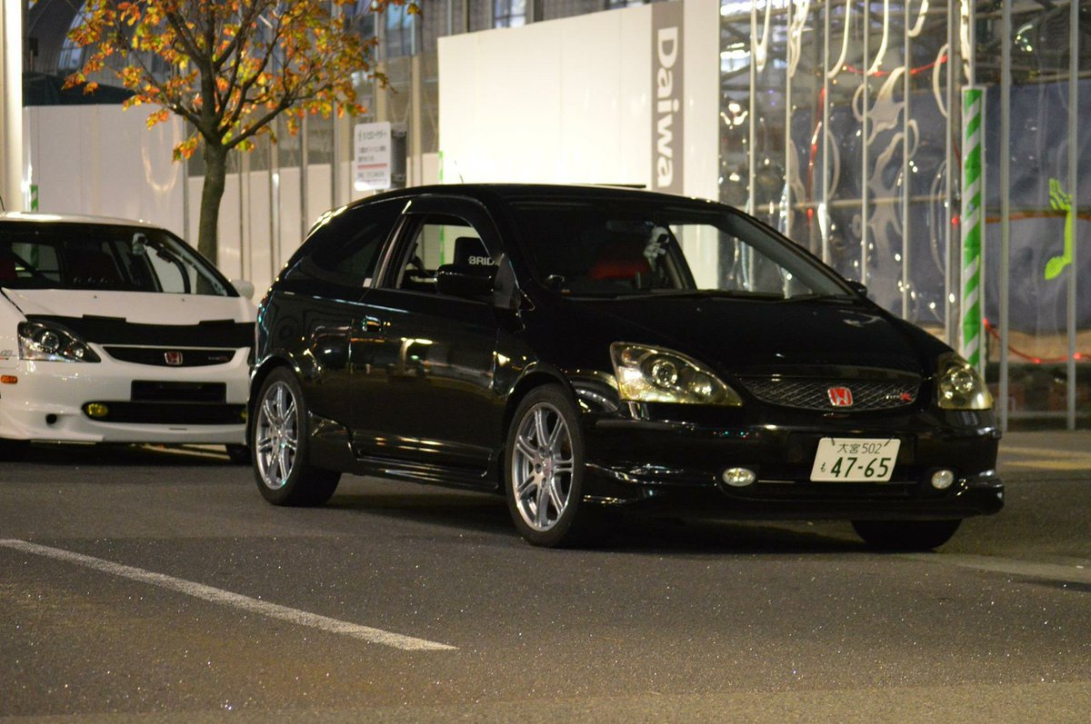 @kansen00 大阪環状族の正答率6パーセントの問題です。この車の名前は? https://t.co/zO3CbeQGTZ