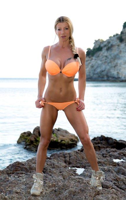 #fitgirl #fitnessfriday https://t.co/db13KnLoNJ  @LaraDeSantis2 @sexyfitnessgirl @AssReFocus @Fitnessglrl @superGFU