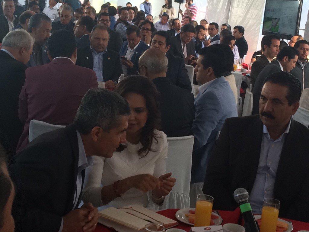 La candidata @SoyBlancaAlcala se reúne con constructores; le demandan planes de desarrollo efectivos @Vertice102 https://t.co/Fy6V8X5zYs