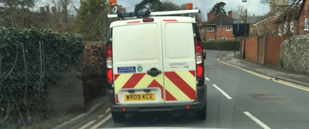 Overtaking a cyclist on a blind corner is just bloody stupid. This guy just did it. #btopenreach @openreach_news https://t.co/V2a3wPod4E