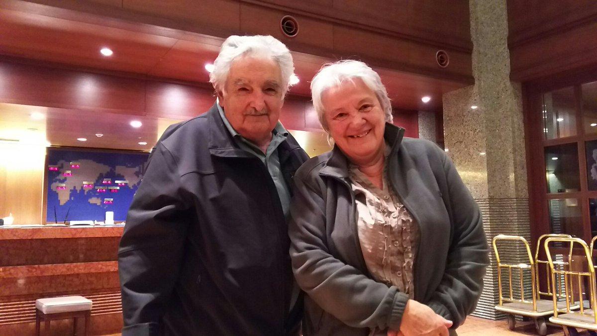 ウルグアイのホセ・ムヒカ前大統領と奥様。まさか京都でお会いするとは。 https://t.co/A1RojSnKTc