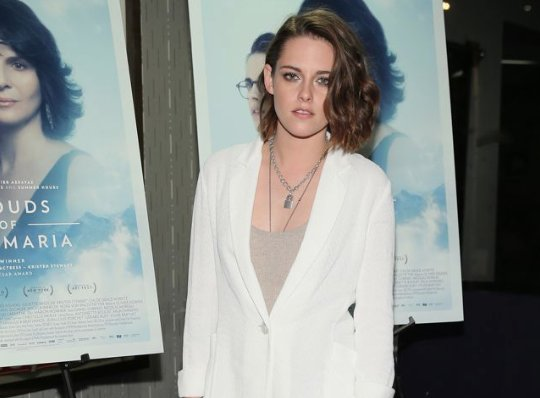 In honor of her bday tomorrow, 26 times #KristenStewart rocked the #redcarpet https://t.co/KfyL1axXnP https://t.co/keOti2b1Gb