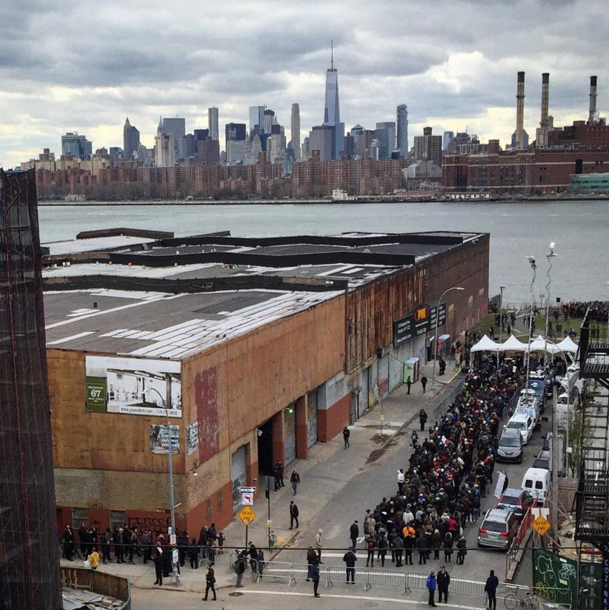 There's a line around the block for the @BernieSanders rally at Transmitter Park in #Greenpoint #brooklyn. https://t.co/XWb9nkMKbl