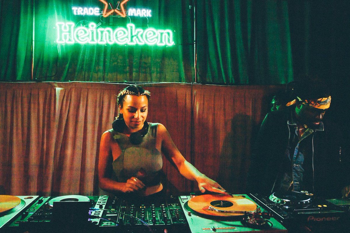 Bout to have @TLAPhilly going ^ on a Tuesday! #HeinekenGreenRoom ft. @ELECTRiCPUNANNY RSVP > https://t.co/hGRHvRqEN0 https://t.co/XpTCQ0eqjE