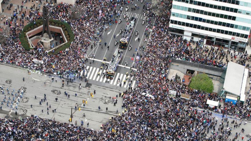 Philadelphia cheers NCAA champs Villanova with parade