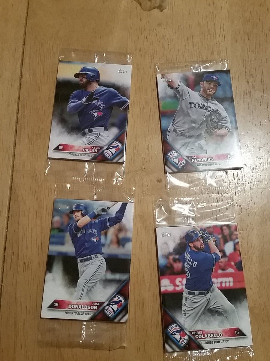 #Giveaway RT & FOLLOW to win these unopened 2016 @toppscards 4 packs @BlueJays plus more. Whatever's inside is yours https://t.co/pVJrNJUPui