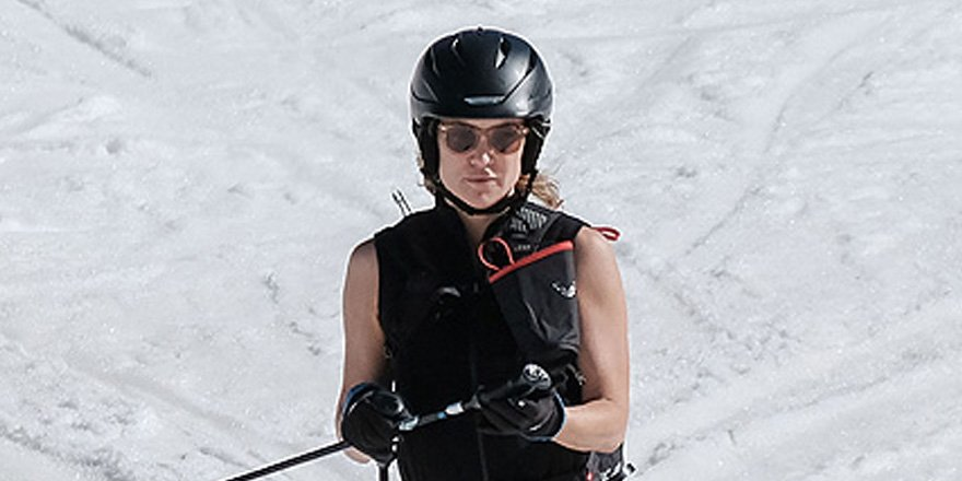 Kate Hudson joins up with Sara Foster during her family ski trip in Aspen