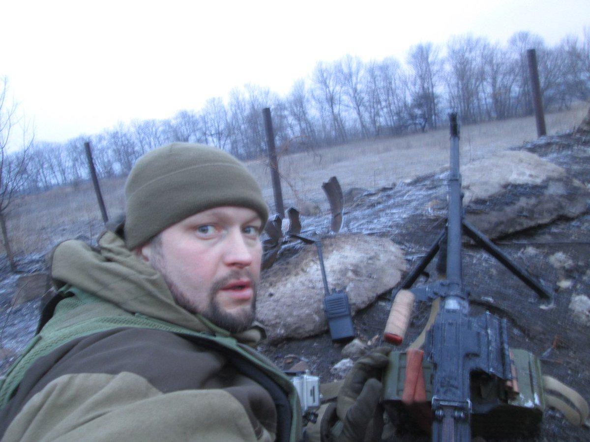Российский депутат стреляет по украинским бойцам на Донбассе (фото,видео)  https://t.co/SXCE5JrkKV https://t.co/APSuqgec53