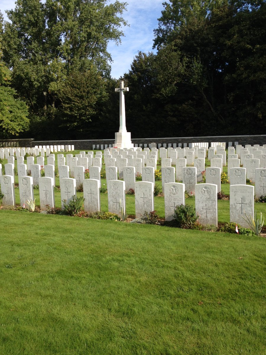The graves of Canadians who died at Vimy Ridge, 99 years ago today. Please remember them. @vimyfoundation https://t.co/1G3kBnIkkY