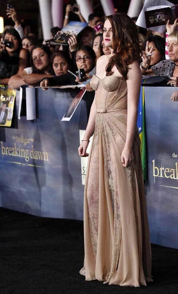 amo esse vestido Queen Stewart Is 26 https://t.co/oPYwvH3ZI5