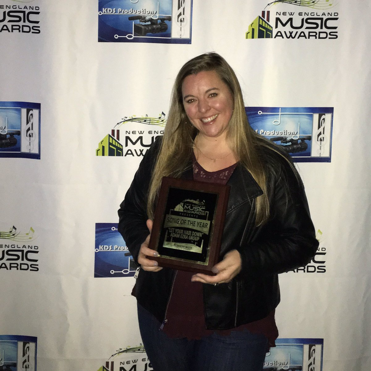 #newenglandmusicawards SONG OF THE YEAR: let your hair down!!  Charlene Bemis accepting the award on our behalf: https://t.co/wBJwAjjt0g