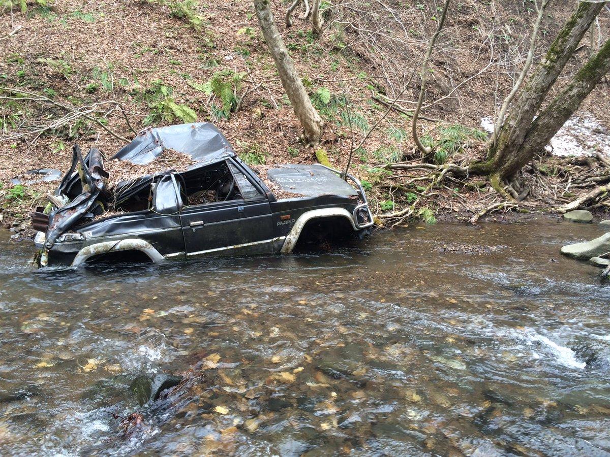 渓流にパジェロ落ちてた。 https://t.co/uWO6sMDmO7