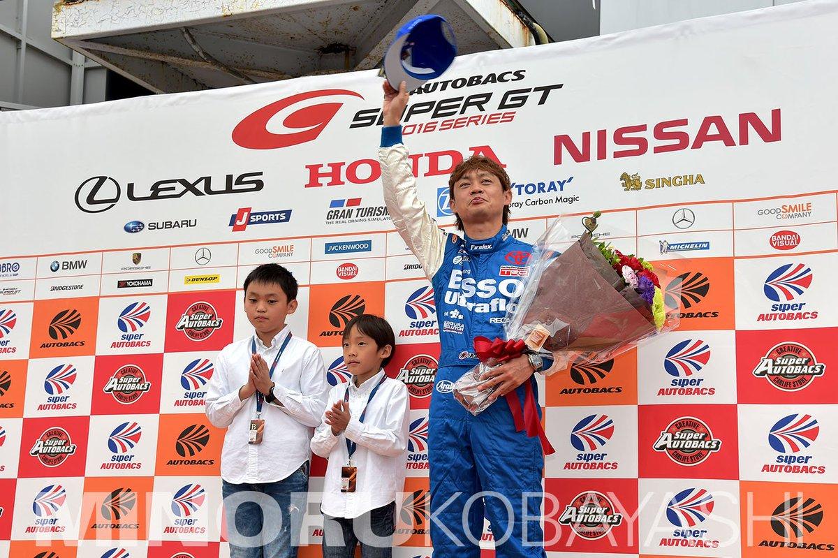 岡山でのSUPER GT開幕戦、スタート前に脇阪寿一選手の引退セレモニーが行われました。長きに渡り、SUPER GTを盛り上げてくれた彼の努力には頭が下がります。ありがとうございました。#supergt https://t.co/2vDseoNeth