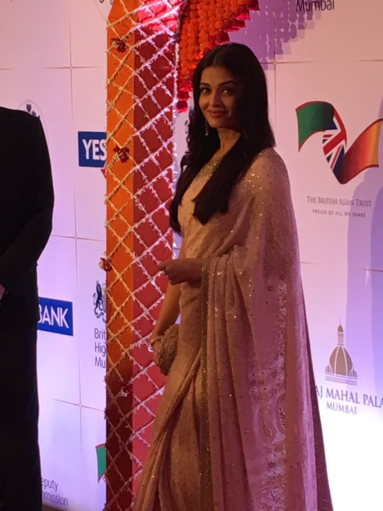 Beautiful Aishwarya Rai https://t.co/YDrE35XOVd