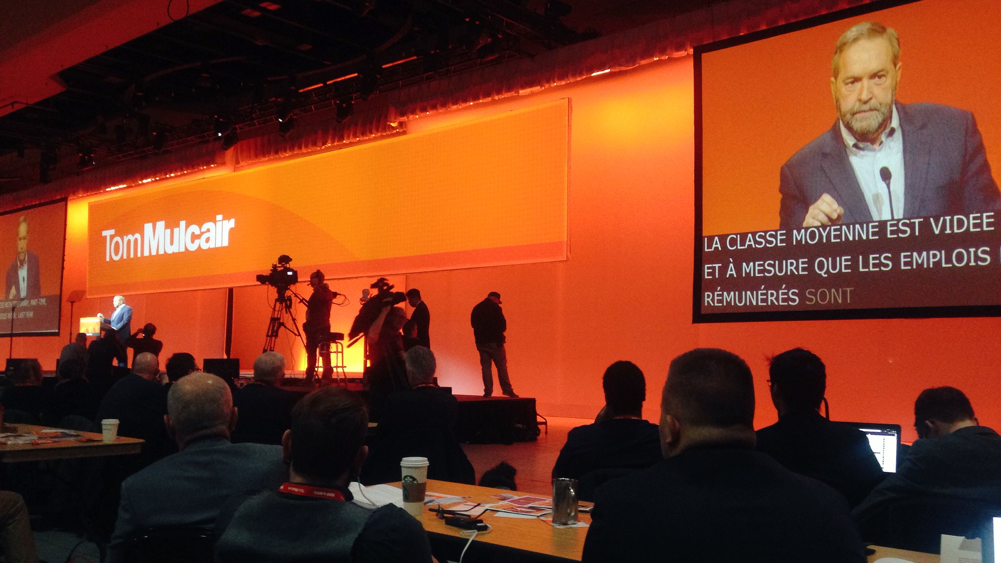 No 'Leader of the #NDP' on the banner behind Tom. What could this mean? #yeg2016 #NDP2016 https://t.co/QOJxizbfh7