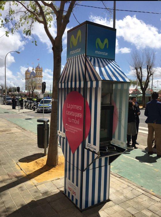 Esta #FeriaDeAbril la primera caseta para tu móvil: carga, wifi y pantalla multimedia cc @iurban_es @OpenFuture_And https://t.co/ZjgAQlIYbS