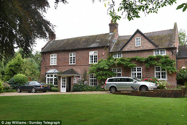 Here's Jeremy Corbyn's childhood home. Long live socialism - ;-) https://t.co/mOApsMD0Yb