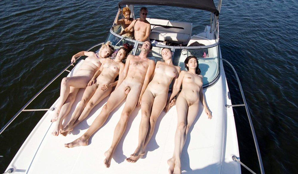 Нудисты На Корабле Фото
