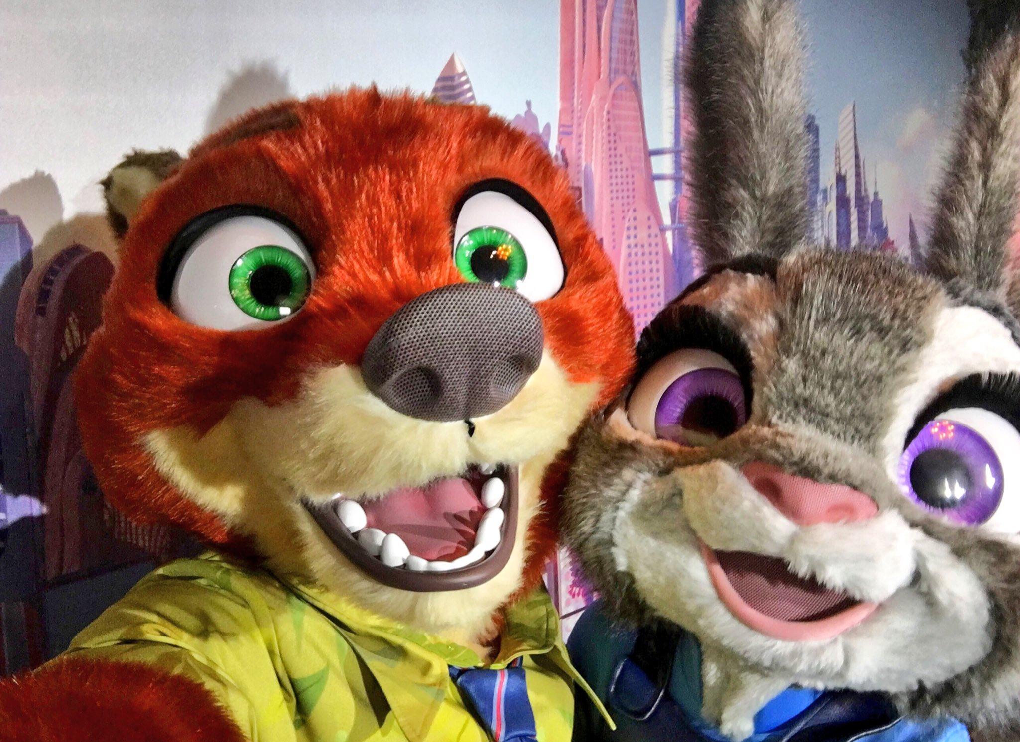 💚📸 Nick and Judy Selfie 📸💚 #DisneylandParis #Zootopia https://t.co/ANxwwM2AQD