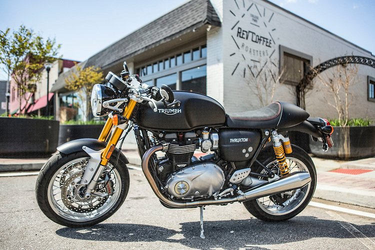 The Thruxton R in the matte black looks pretty fast even when parked outside your local cafe. #caferacer #triumph https://t.co/LGHcspEteP