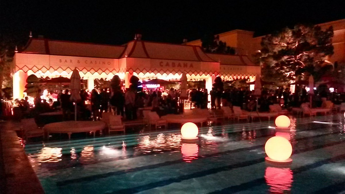 rojo_angel: Party time! #MagentoImagine https://t.co/qDoAxzzpwU