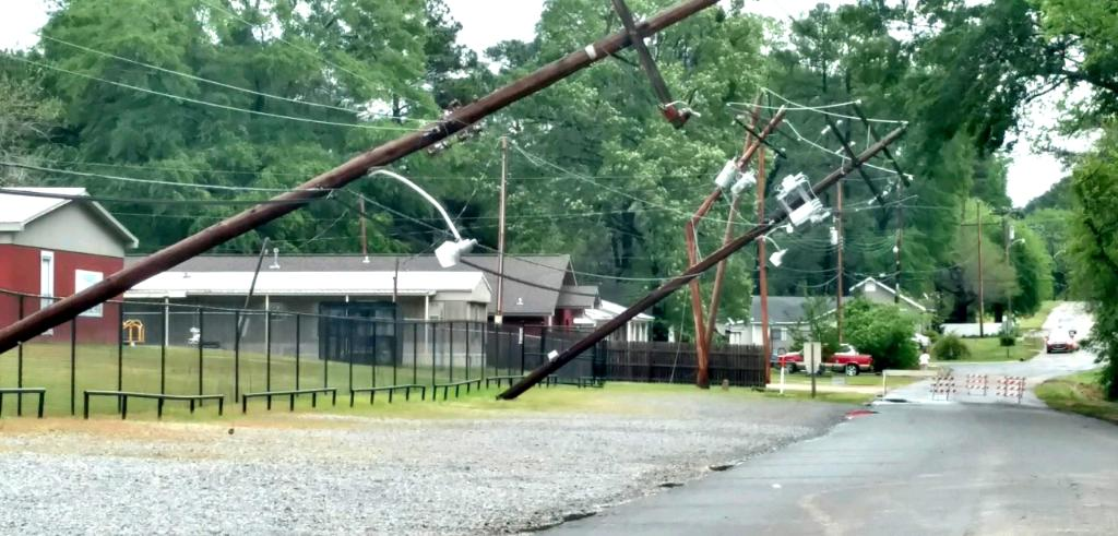 Crews face significant damage in places like Magnolia due to thunderstorms and high winds. https://t.co/hntR4bystv