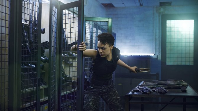 Hunters' @BritneOldford, @GunnerGale & @armedkandy talk Syfy drama, importance of diversity