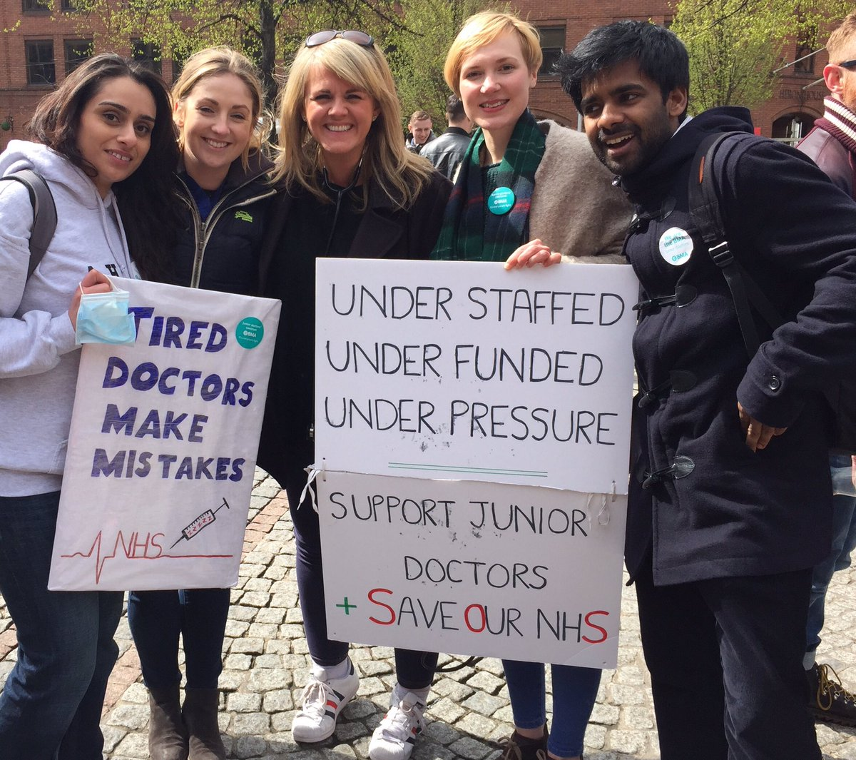 Just made it! Ace talking to these life-savers. #JuniorDoctors #SaveOurNHS https://t.co/JsR9g6f2No