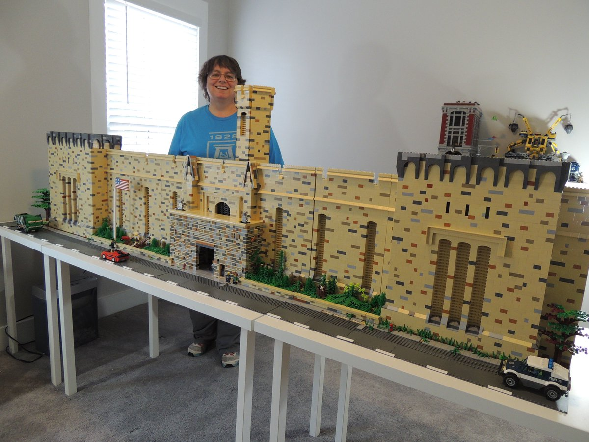 By far THE COOLEST Lego model of Eastern State! Look at this thing!! (built by Kim Davies for Philly Brick Fest) https://t.co/AdGpCAnDS7
