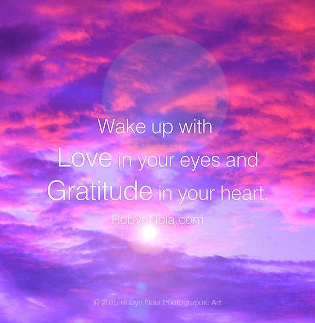 Wake up with love in your eyes and gratitude in your heart. ❤ #mantra #zen #gratitude #affirmations #SuperSoulSunday https://t.co/VNKLQFKv2G