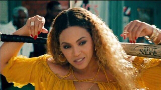 The bat is called hot sauce.  THE BAT IS CALLED HOT SAUCE. #LEMONADE #slay https://t.co/29ex9MjKL3