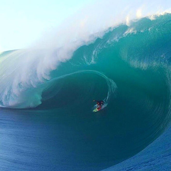 Huge congrats to @kealakennelly for making history at the @wsl Big wave awards!! Beat all the boys #barreloftheyear https://t.co/AUivMjtUBl