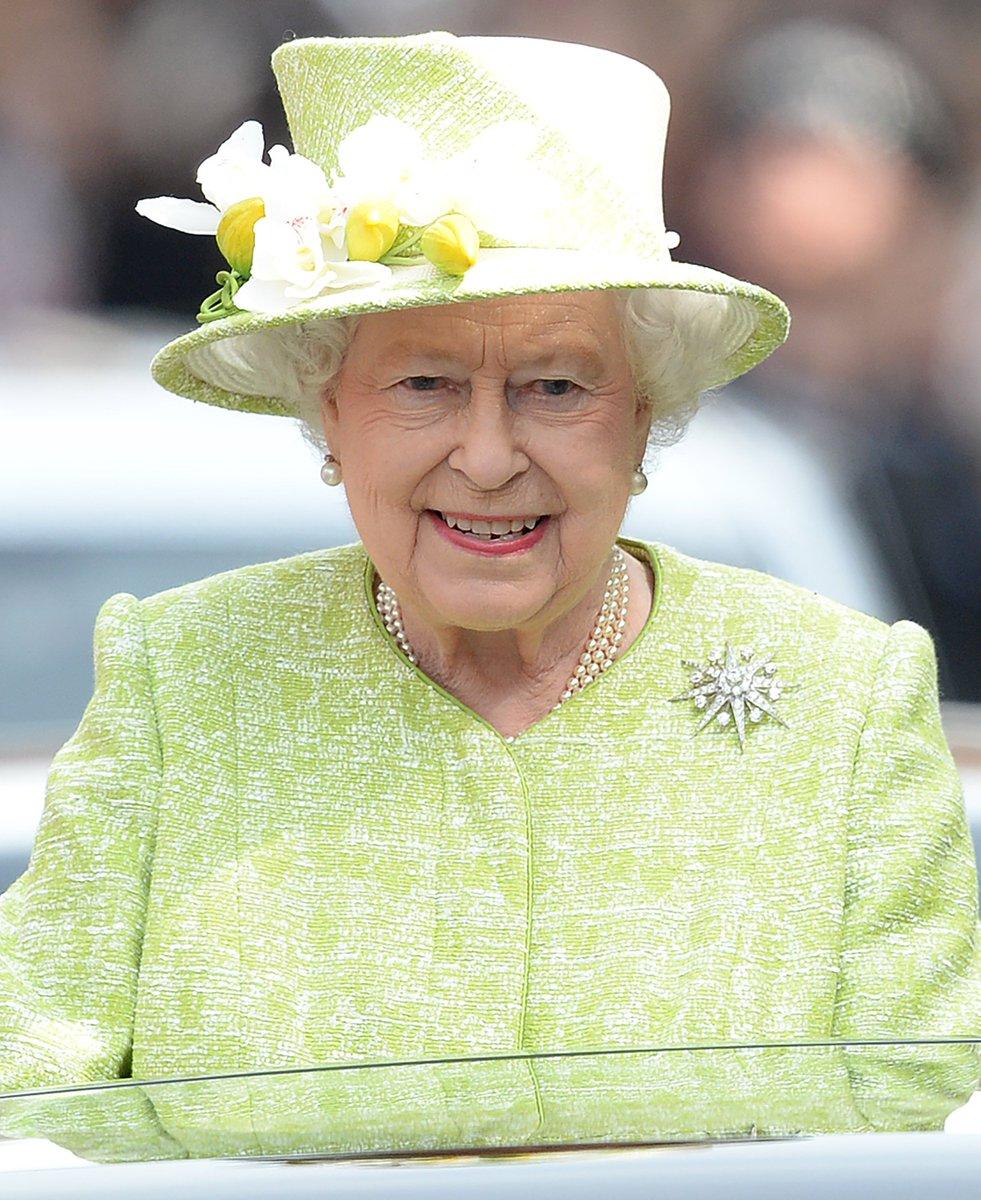 イギリス王室がツイッターの管理人を募集中。  「女王の存在感を新しい方法で維持する」ことが職務のこの仕事。労働時間は週37.5時間で、年収は約720~800万円。https://t.co/PBqd6NVltH https://t.co/xHdcKG4vJJ