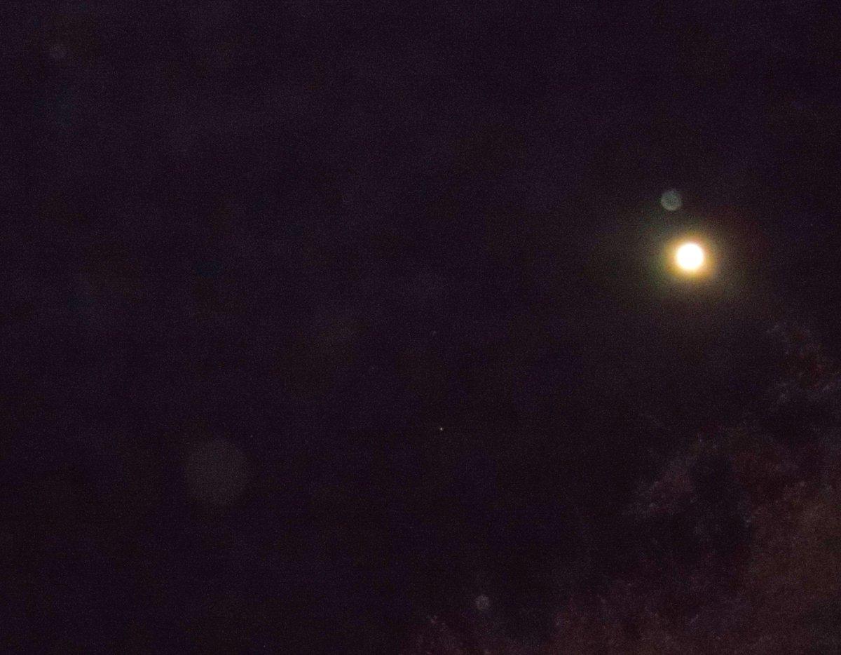 @Starseed52 4 A.M. Sunday / full moon w/ Orbs https://t.co/BgabZ55c2O