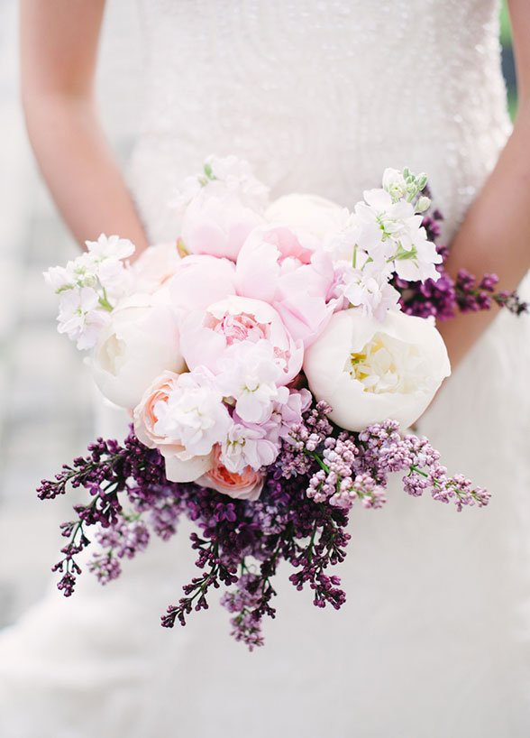 Lunchtime #Wedding Treat - We are totally in love with everything about this #bridal bouquet. Picture by @brklynview https://t.co/o0XiqVmflC