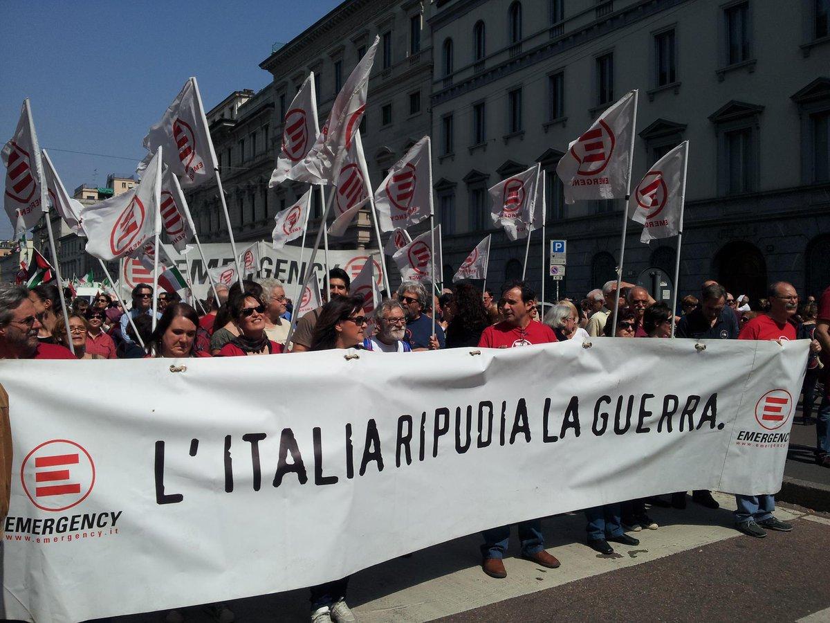 L'Italia ripudia la #guerra, art. 11 della Costituzione italiana. Buon #25Aprile a tutti da @emergency_ong! https://t.co/ppfqHjbWeX