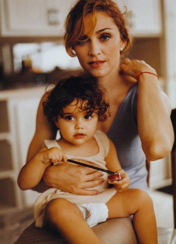 Gorgeous shot of Madonna + her daughter Lourdes #chicmommies #MondayMommies #vintage https://t.co/JdJF5puLv6