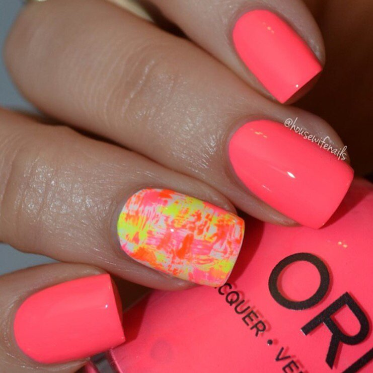Happy #ManiMonday! Starting this week off right with a neon mani from @housewifenails f/our new collection, PCH