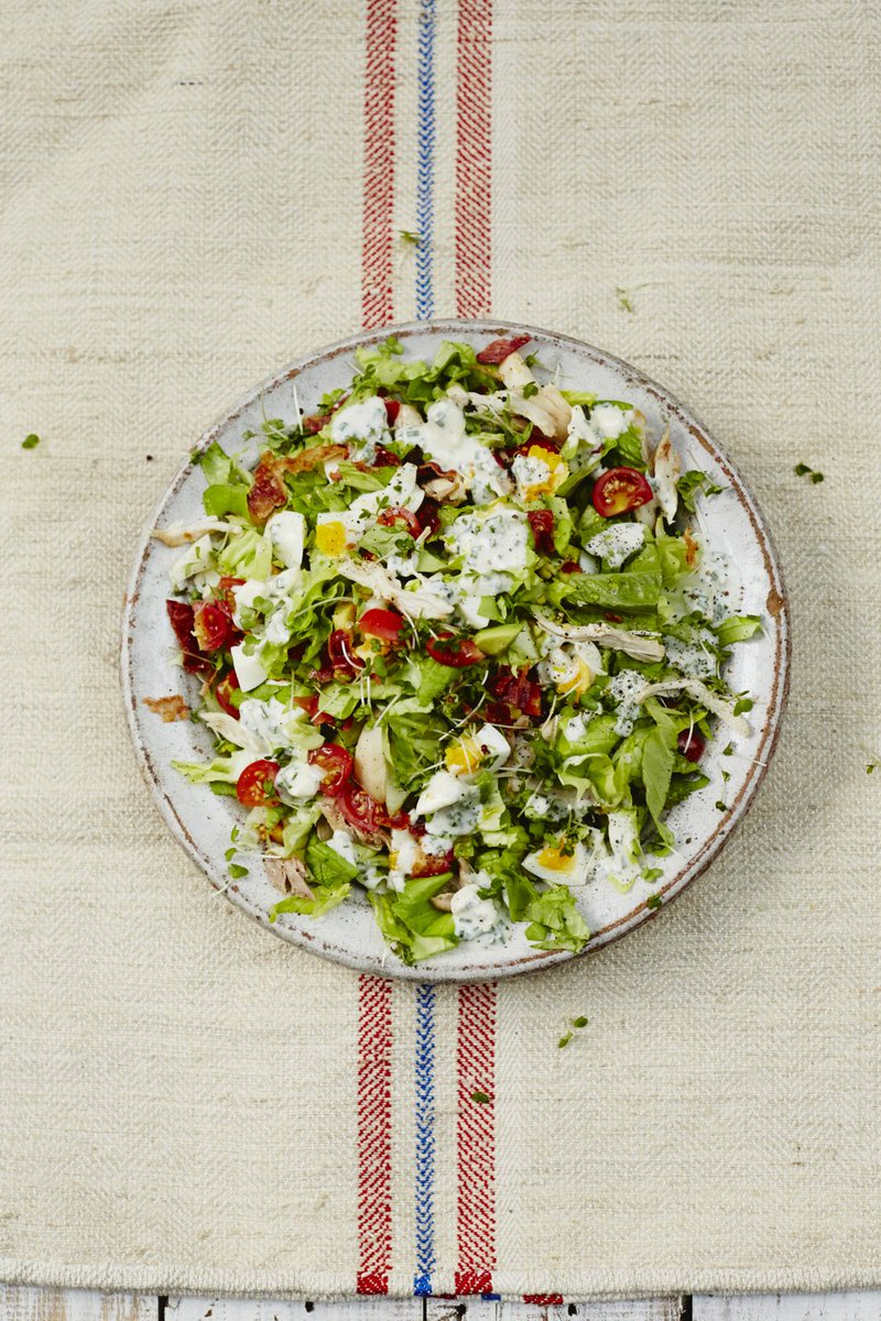 This chopped salad recipe is classic American comfort food – and so tasty! https://t.co/L7oQHT6KE0 #RecipeOfTheDay https://t.co/H4qZjmeYEk