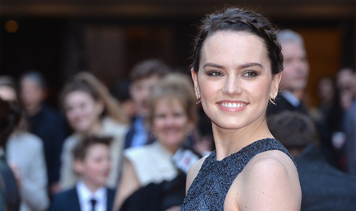RT @HeatVisionBlog: Watch Daisy Ridley Practice Her Impressive New Lightsaber Skills