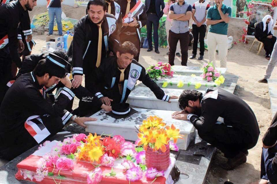 Students graduated in #Iraq & celebrated in graveyard to remember their colleague who died while fighting #ISIS https://t.co/IkplhKyx61