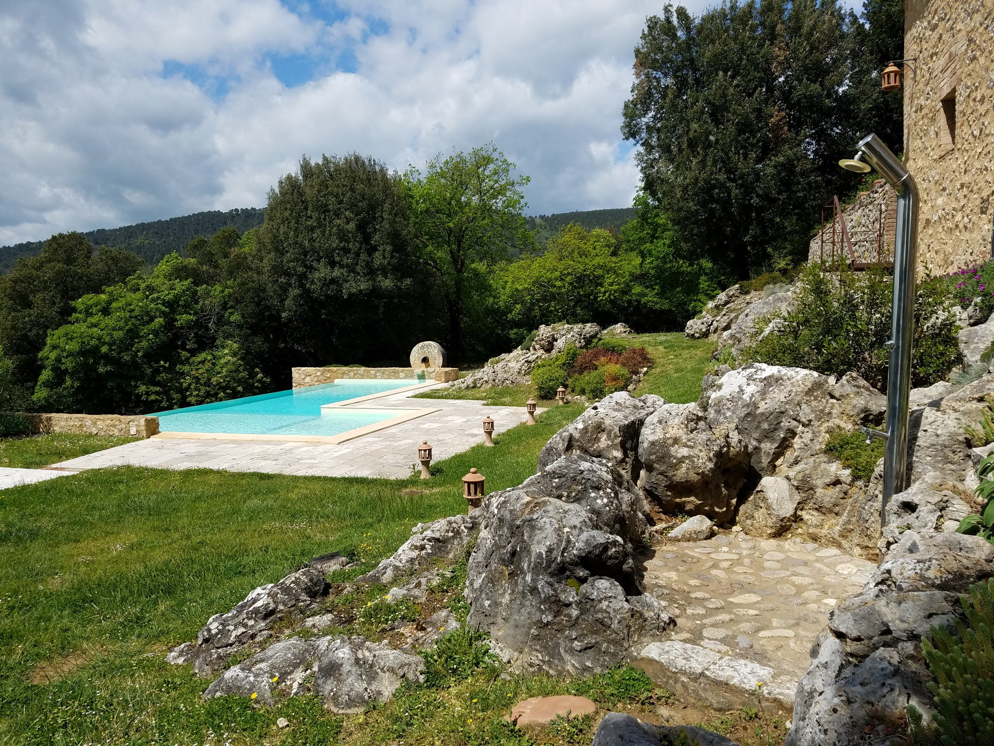 Gorgeous #luxury Villa Pipistrelli would be perfect for a #wedding or family reunion #Montestigliano #travel #italy https://t.co/zeJ5musP76