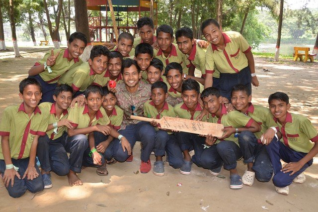 Etihad team and cricketer Mushfiqur Rahim met students at Choice to Change school.Read more