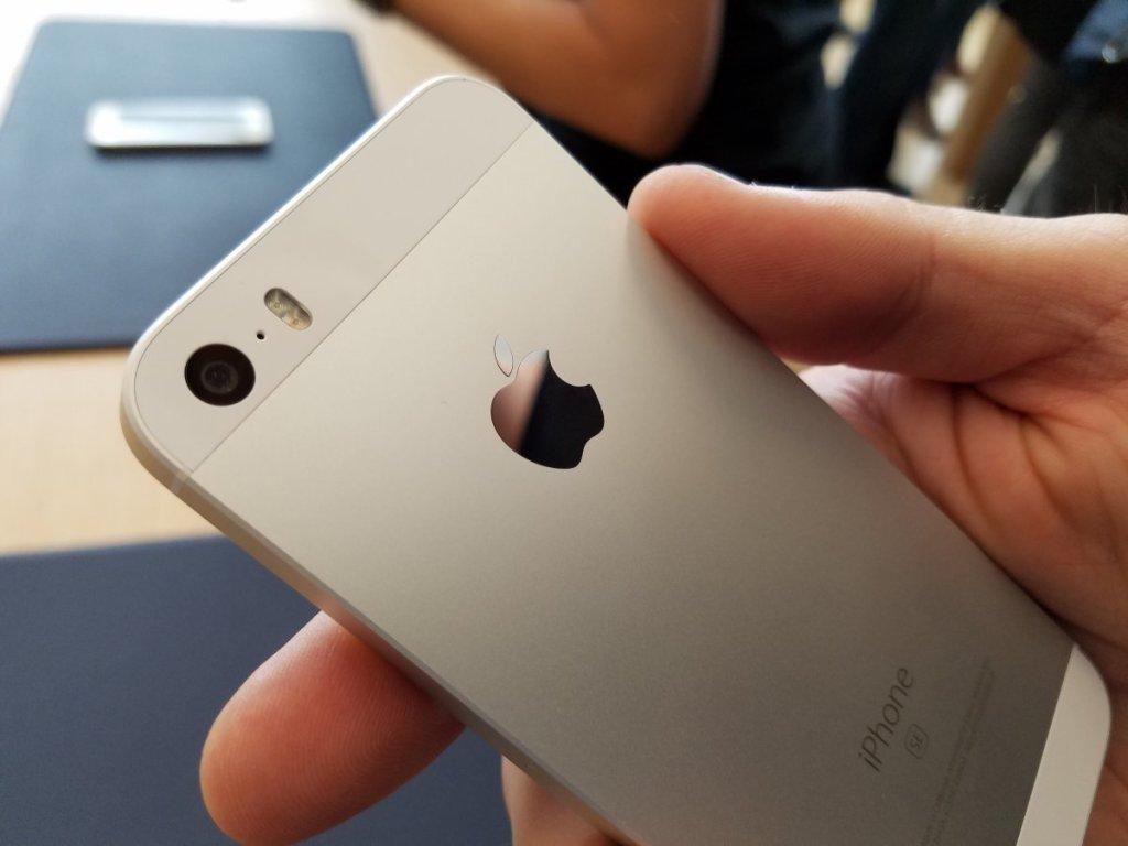 Appleの初物には気をつけろ。。iPhone SEにもそれが当てはまっちゃったのか。。小龍茶館:完全な新製品でもないのに、iPhone SEにハードウェア初期不良が発生中。。 https://t.co/XwrpiHrPgo https://t.co/0EygxDBUyg