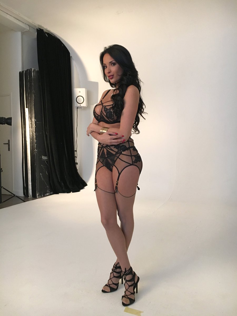 1 pic. sends you her love #insideDORCEL #photoshoot ZhZCQfkFUi