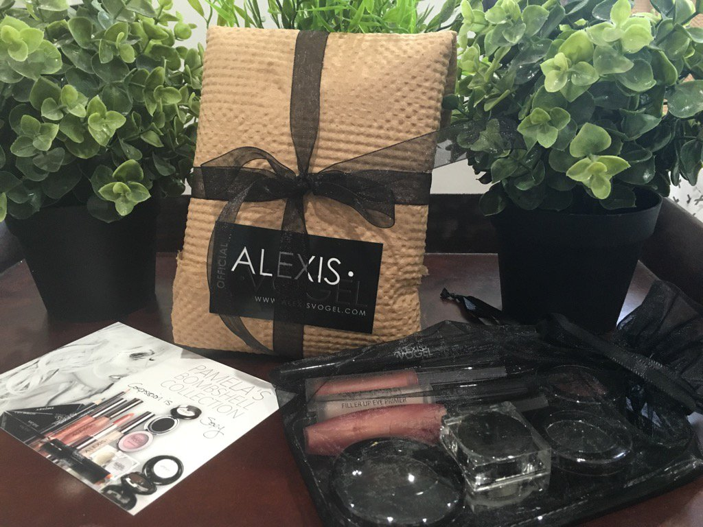 I'm so proud of Alexis. Our Bombshell collection is now shipped in environmentally friendly packaging/10% to PAF ???? https://t.co/ZbstQWy64O