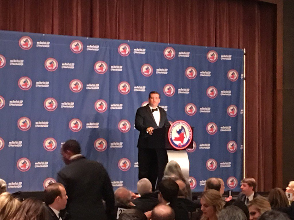 .@tedcruz says that on day one he will tear to sheds the Iran nuclear agreement https://t.co/JZSfBAEIlG