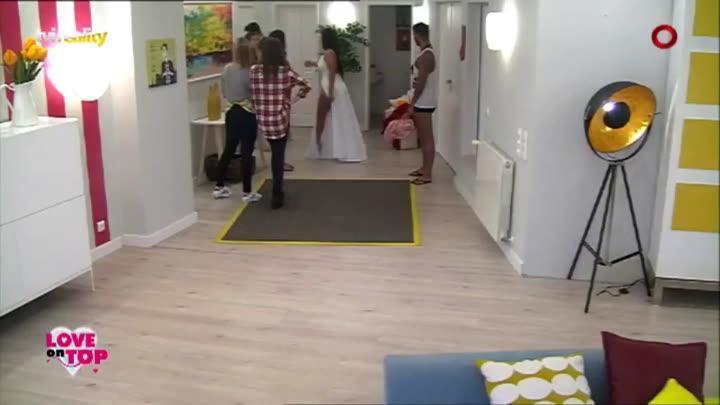 RT @tvireality: Chegada da Miss Bumbum à mansão https://t.co/Bah6OFL1Nq #loveontoptvi https://t.co/YxfahVamsF